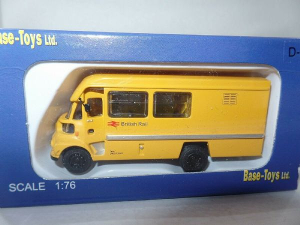 B T Models D-82 D82 Leyland FG Bus Crewbus British Rail Railways Yellow